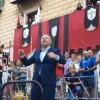 Ramon Garcia i Soler dirigeix l'Himne / G. Pascual