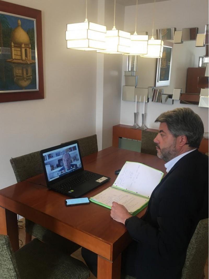 Pablo de Gracia en la videoconferència amb Puig