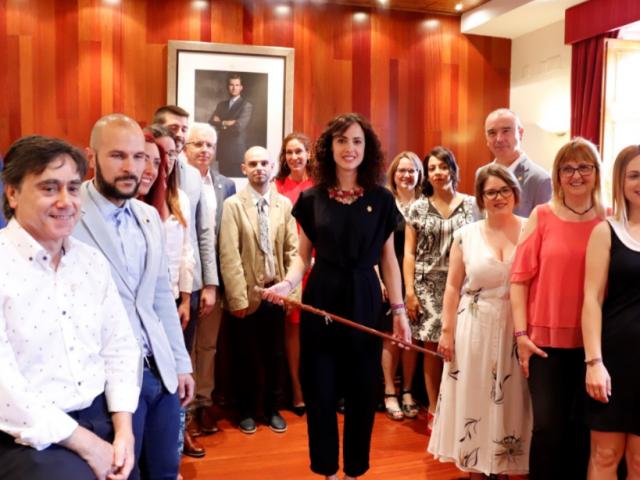 L'alcaldessa, Mireia Estepa, amb els regidors i regidores del nou Ajuntament de Cocentaina // ARAMULTIMÈDIA