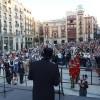 L'alcalde de Terrasa, Alfredo Vega, s'adressa a una concorreguda Plaça d'Espanya / AM