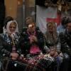 Dones regades de confeti el dia de les entrades