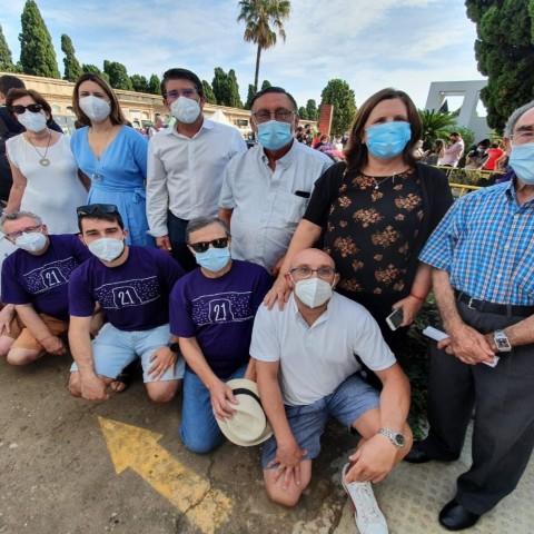 Jorge Rodríguez amb els familiars de les víctimes franquistes. Foto: Ara La Vall