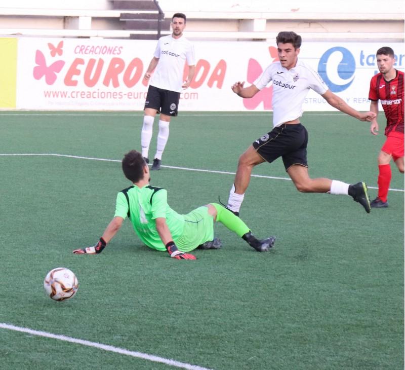 Lluís Felipe aconsegueix el cinquè gol de la vesprada. Foto: Vicent Gandia