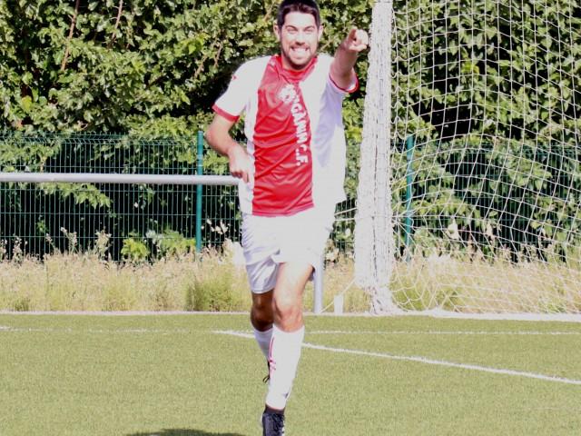 Carles ha aconseguit el primer gol del partit. Foto: Vicent Gandia
