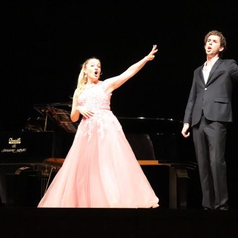 Les veus del Centre de Perfeccionament Reina Sofía enlluernen el teatre Avenida de Bocairent
