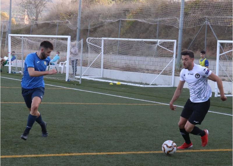 Víctor Serra ha estat l'autor del gol ontinyentí. Foto: Vicent Gandia