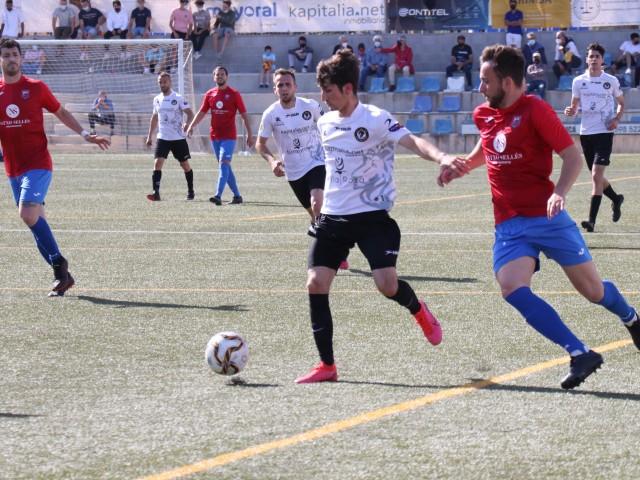 Cambreta ha estat l'autor del segon gol dels ontinyentins. Foto: Vicent Gandia