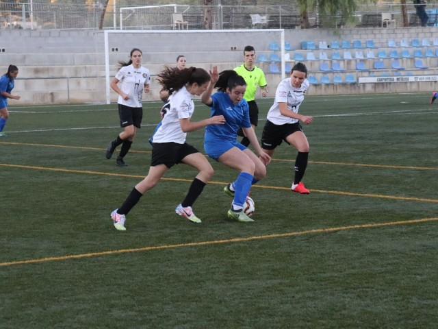 L'Amateur Femení Ontinyent durant un partit d'aquesta temporada a la Puríssima.