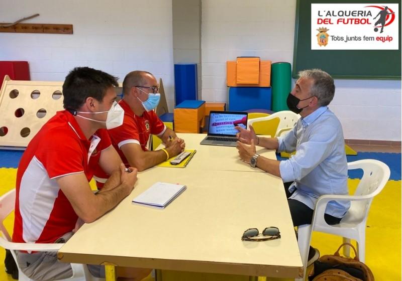 El Coordinador de Metodologia, Roberto Carlos Navarro, el Director de L'Escola, Toni Sánchez, i el creador i director d'Smartfootball, Juanlu Martínez