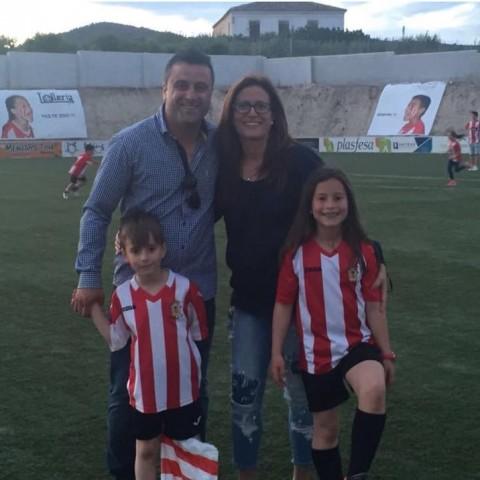 El president José Navalón amb la seua dona Carmina i els seus fills Jose i Emma.
