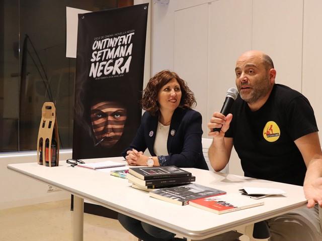 Juli Alandes, en la presentació del seu llibre Caça Major a càrrec de Vicki Piqueras