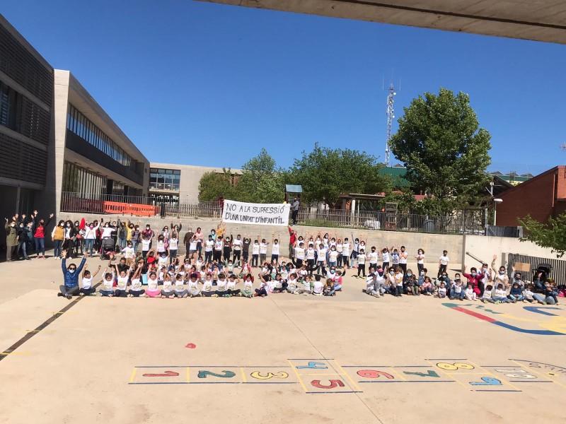 Protesta per la supressió d'una de les aules d'Infantil.