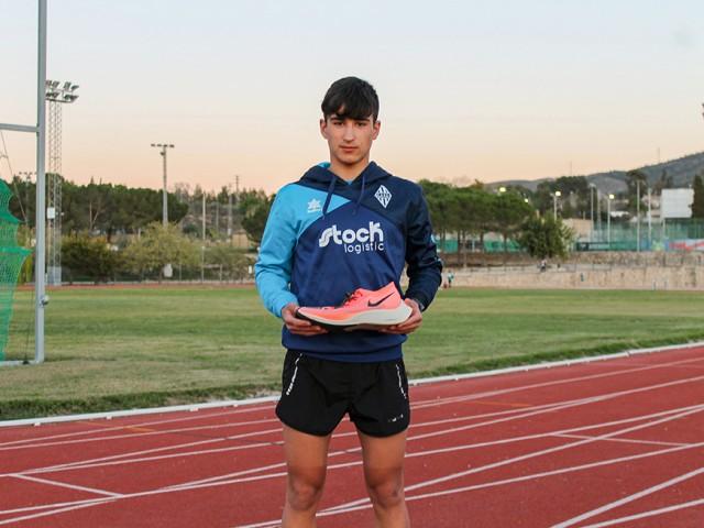 La marca d'Héctor Tolsà va ser invalidada degut a l'amplària de la sola de les esportives.