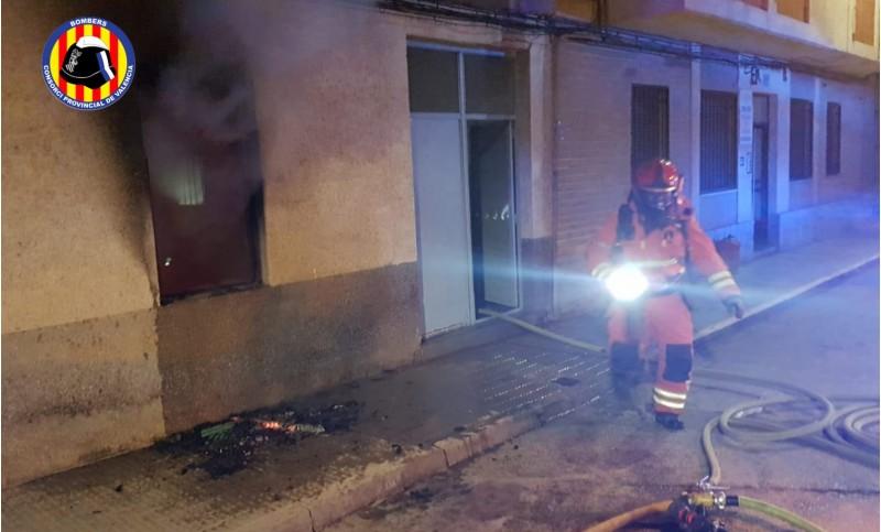 L'avís d'incendi s'ha rebut a les 01:17 hores d'aquesta matinada.