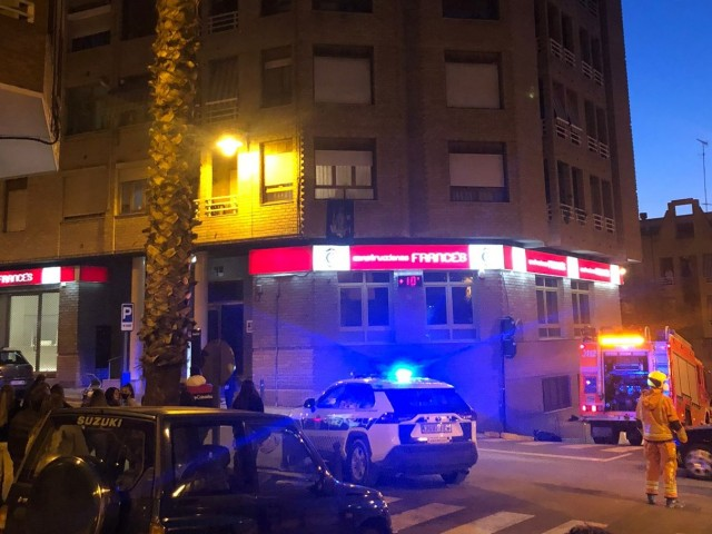 Bombers i Policia Local s'han desplaçat fins al lloc dels fets.