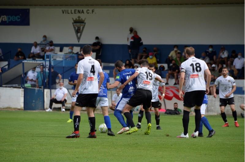 El Villena CF ha remuntat el 0-1 inicial, obra d'Orquín.   Foto: Alba Seguí