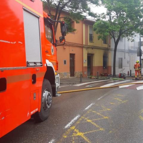 El foc ha tingut lloc al número 18 del carrer del Tirador d'Ontinyent.
