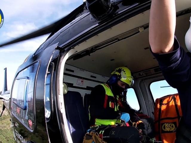 L'helicopter del Consorci, en el moment del rescat.