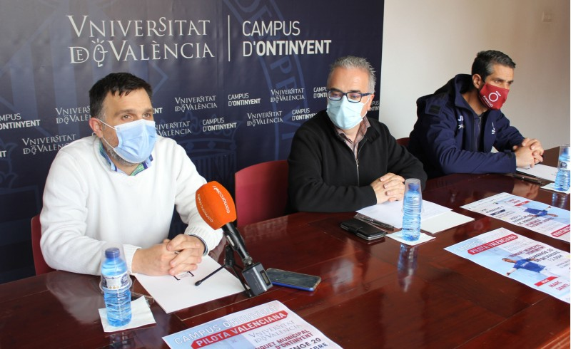 Presentació de la partida a l'Ajuntament d'Ontinyent amb Borrell, Cantó i Javi.