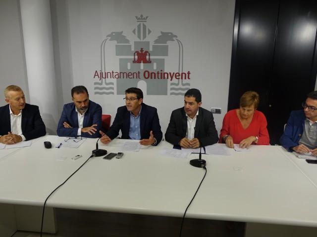 Presentació de la III fase de l'acord, amb els alcaldes de les tres ciutats implicades, representants dels sindicats, i del sector empresarial.