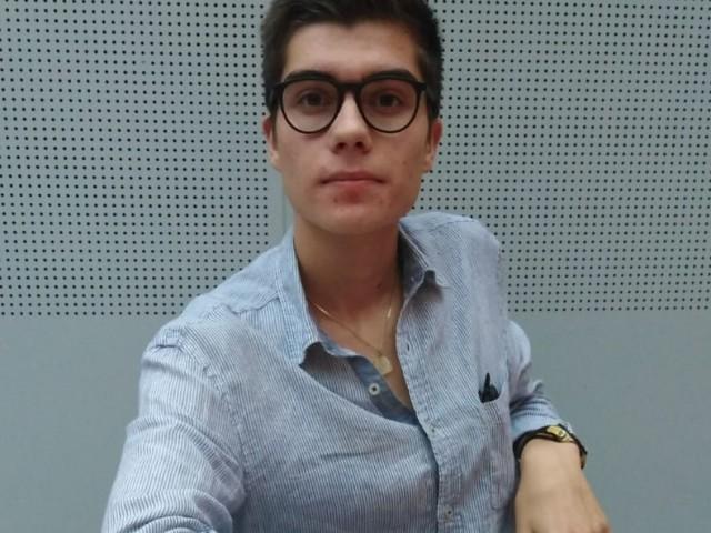 AdriàMompó és militant de Compromís  i estudiant de Ciències Polítiques