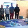 El director del Campus d'Alcoi de la UPV, acompanyat per dos alumes col·laboradors en la competició i el professor Jaime Masiá.