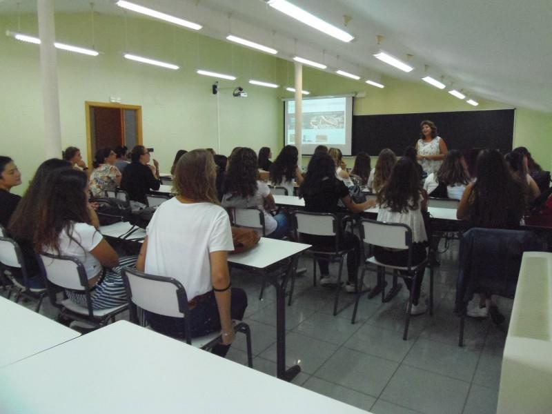 Les actuals instal·lacions soles disposen de dos aularis per a impartir les classes.