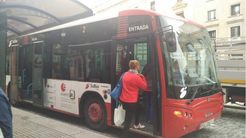 Un dels autobusos de l'empresa Tuasa