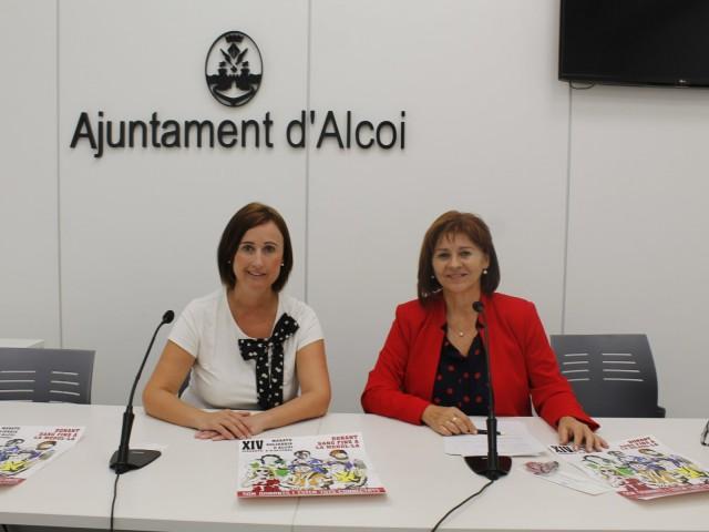 La titular de Salut Pública de l'Ajuntament d'Alcoi, Aroa Mira, en companyia de la representant del Centre de transfusió d'Alacant.