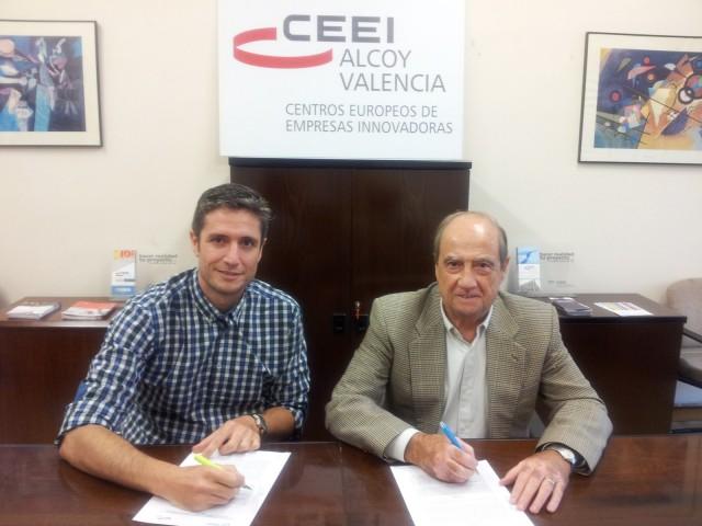 A l'esquerra el president de FEDAC, Natxo Gómez. A la dreta Jesús Casanova, director del CEEI Alcoi-València