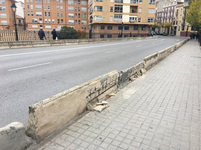 Proteccions al pont de Maria Cristina.