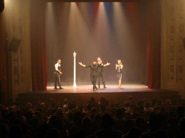 El Rotary Club Alcoy Font Roja ompli de màgia el Teatre Principal