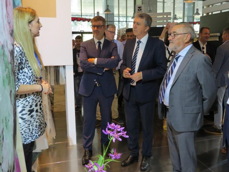 El conseller Climent acompanyat dels presidents d'ATEVAL i Feria Valencia / AM