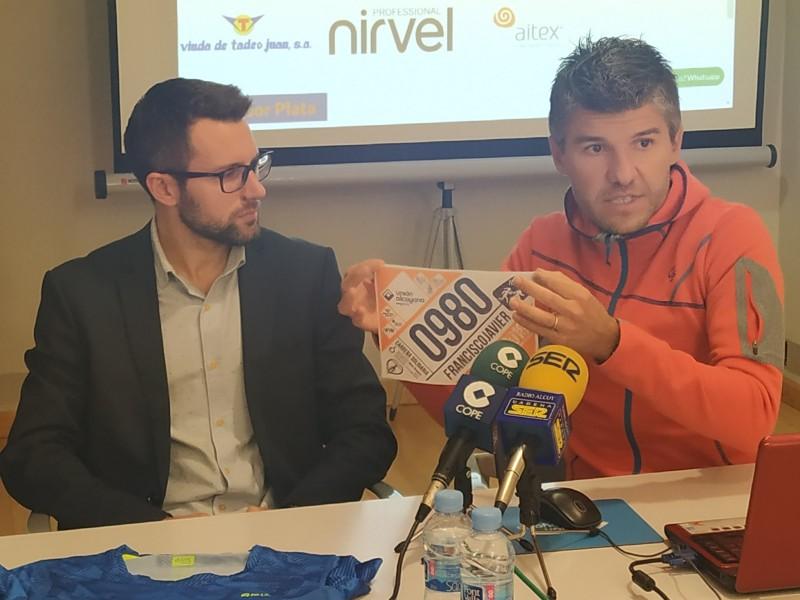 David Rico i Quico Sempere mostren els nous dorsals fets per AITEX /AM