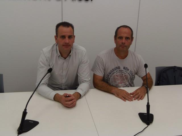Roda de premsa amb la presència del regidor Belda i un dels organitzadors, Paco Alfaro.