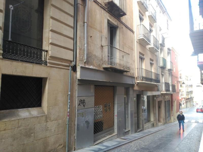 Imatge d'un habitatge buit al carrer Sant Francesc.