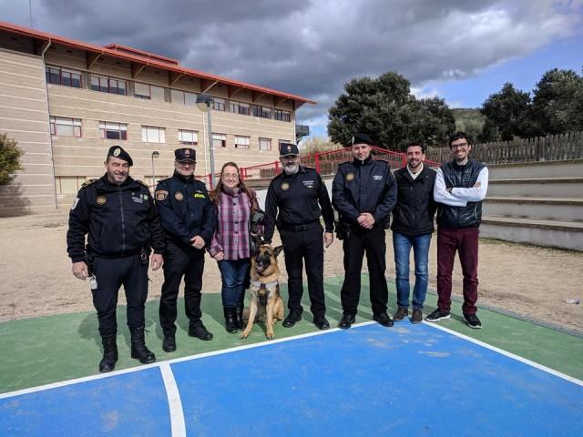 La Unitat Canina de la Policia Local d'Alcoi col·labora amb laUPCCA.