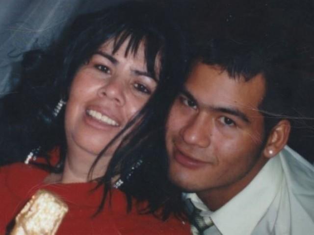 Víctor Parada amb sa mare / imatge facilitada per la familia