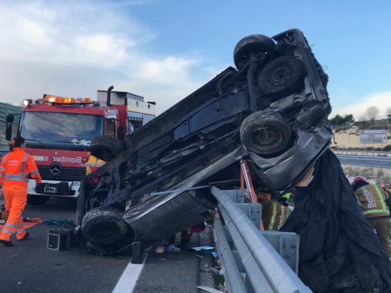 Imatge en el què ha quedat el cotxe