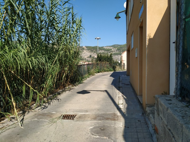 El carrer Sant Pancraç, un tram sense vorera/AM