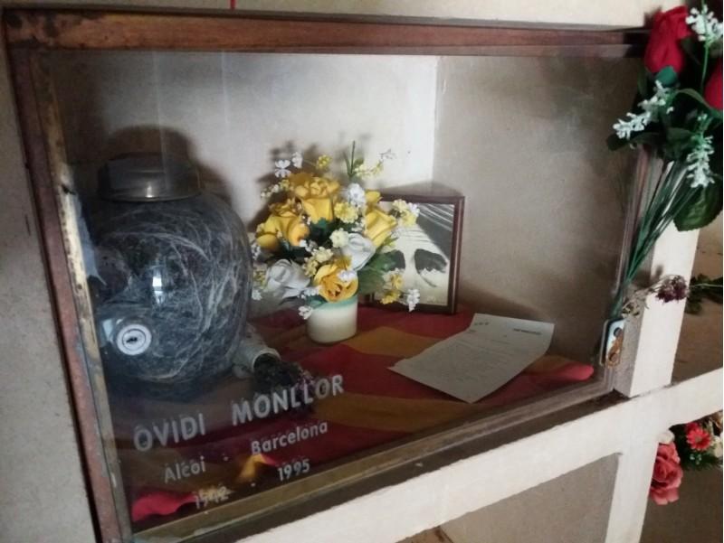 Les restes d'Ovidi al panteó d'il·lustres alcoians del cementeri de Sant Antoni Abat