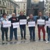 Membres de les dues formacions en meitat d'una concentració per demanar un finançament just / Facebook. Guanyar Alcoi