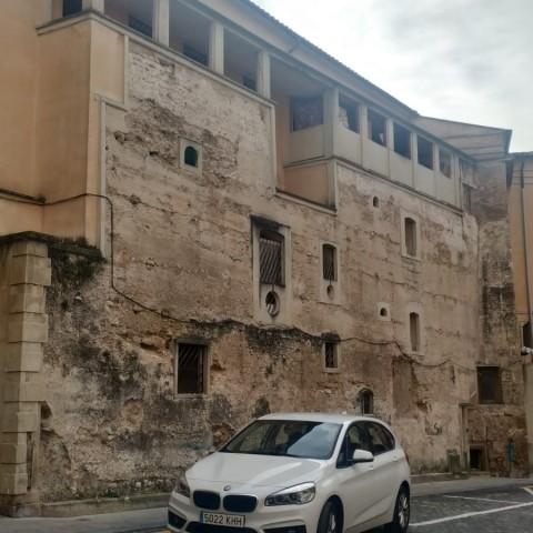 Placeta de les Xiques, una de les zones d'Alcoi amb major concentració d'habitatges socials.