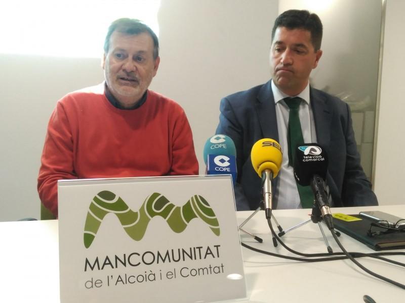 El president de la Mancomunitat, Manolo Gomicia, en companyia d'un representant de l'empresa Vectalia.