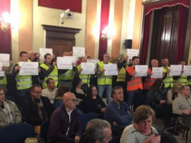 Protesta de policies locals al plenari municipal / Foto d'arxiu
