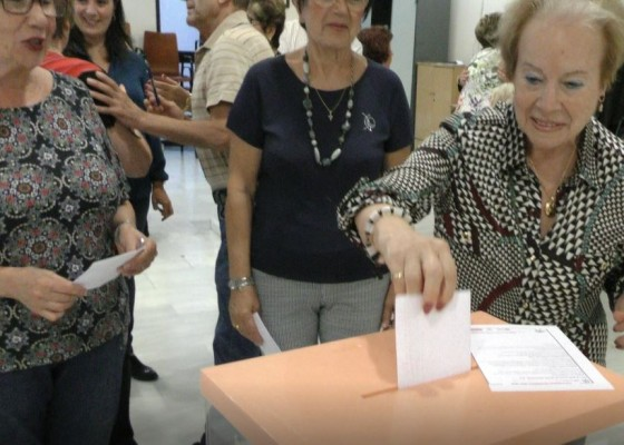 Primeres propostes a les urnes / AM