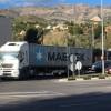 Accés nord a Alcoi, amb un camió que generà un embús.