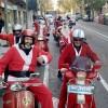 L'esperit nadalenc envaeix Alcoi amb els 'Pares Noel' del Vespa Club