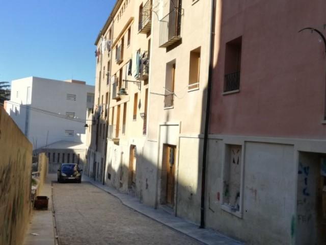 El carrer Barbacana, l'endemà que la Generalitat recuperara els pisos i es trobaren les plantes de marihuana