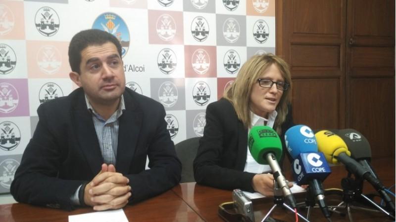L'alcalde Toni Francés i la regidora d'hisenda Vanessa Moltó presenten els pressupostos 2016/AM